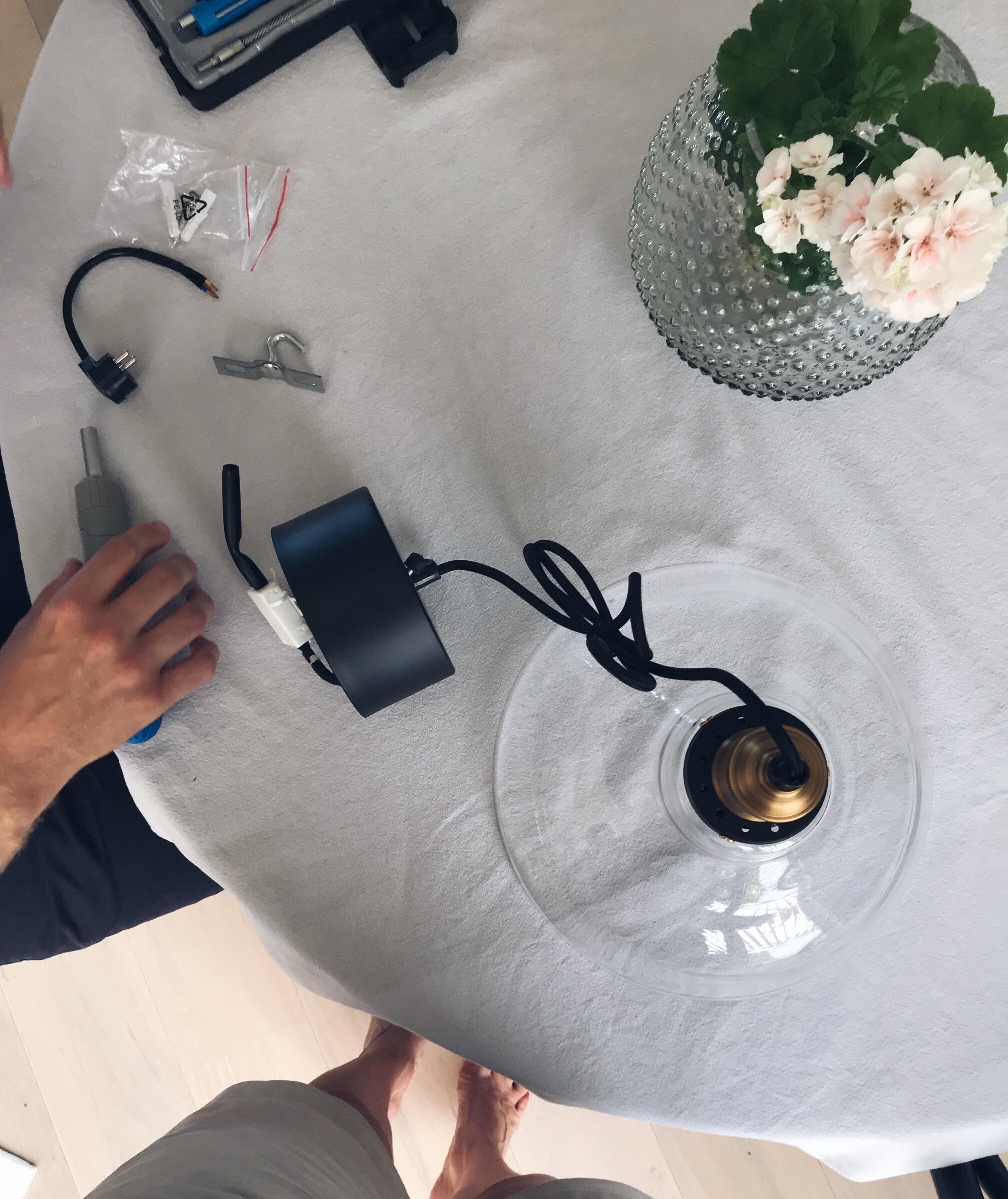NY LAMPA OVANFÖR KÖKSBORDET