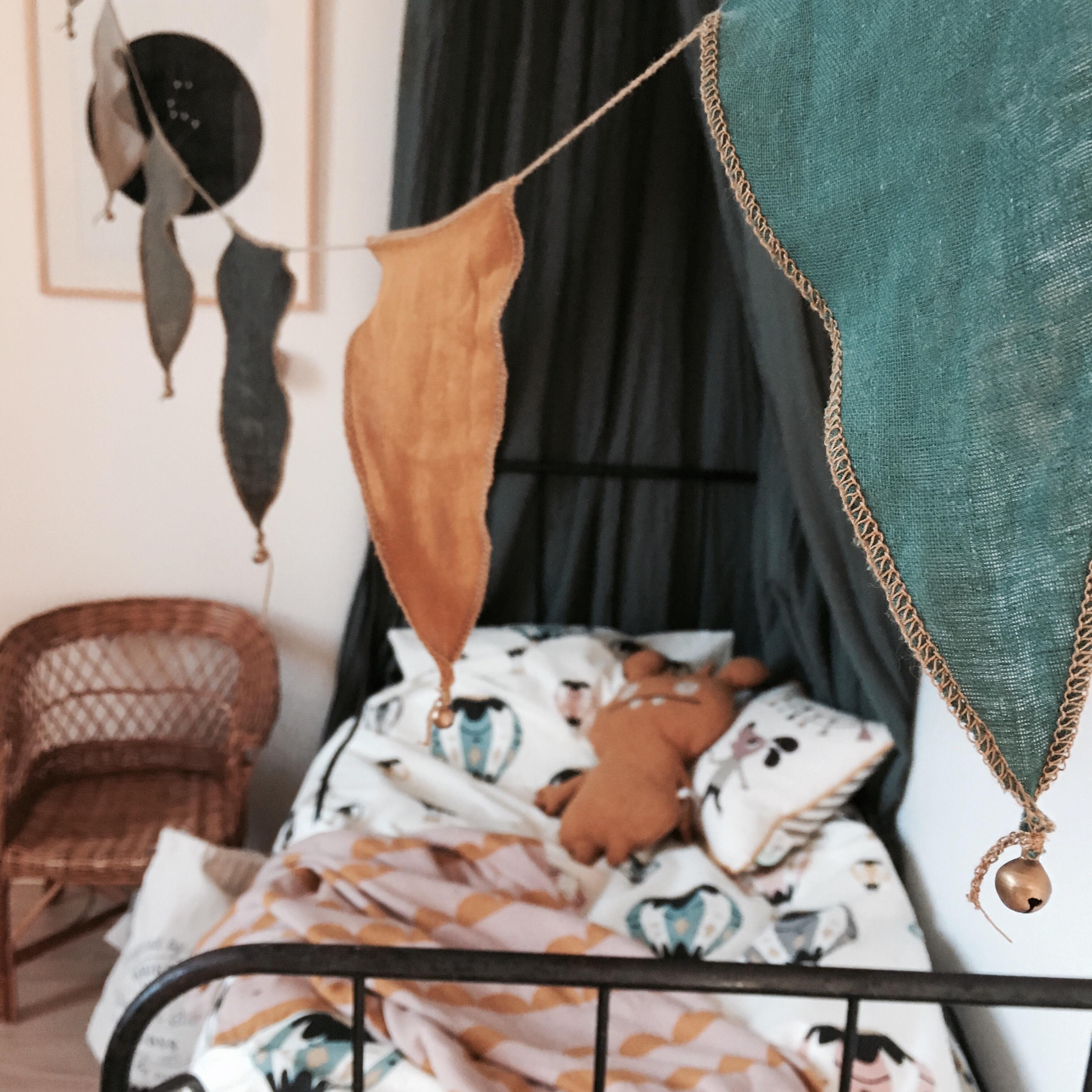 I helgen var det dags för lite höstuppdatering i Gillis rum. Han har sedan  en tid tillbaka lämnat spjälsängen och sover nu i stor säng! 3d0773c04adec